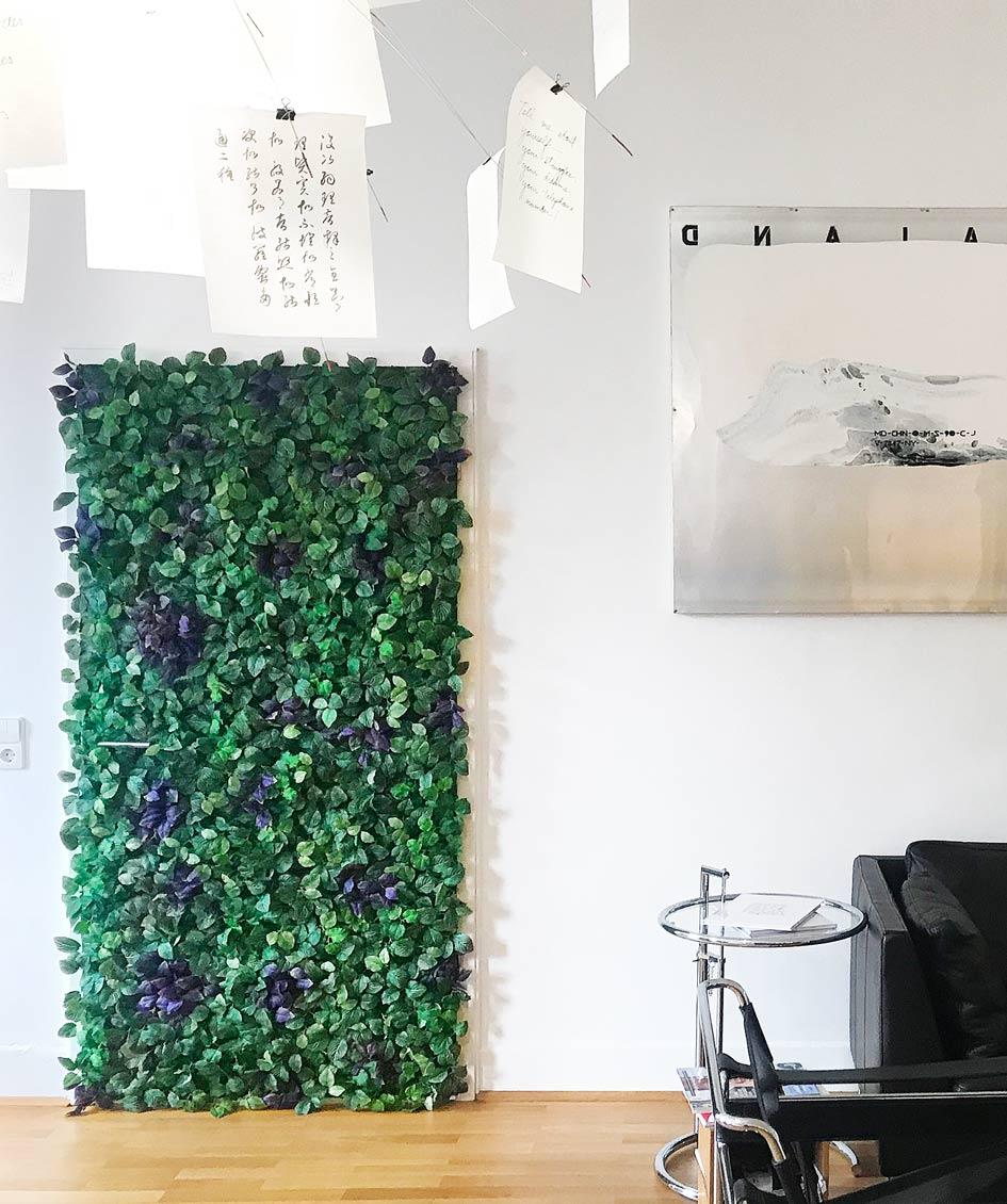 In der AKSIS Werbeagentur und Internetagentur ziert eine begrünte Jungle - Tür nun das Besprechungszimmer.