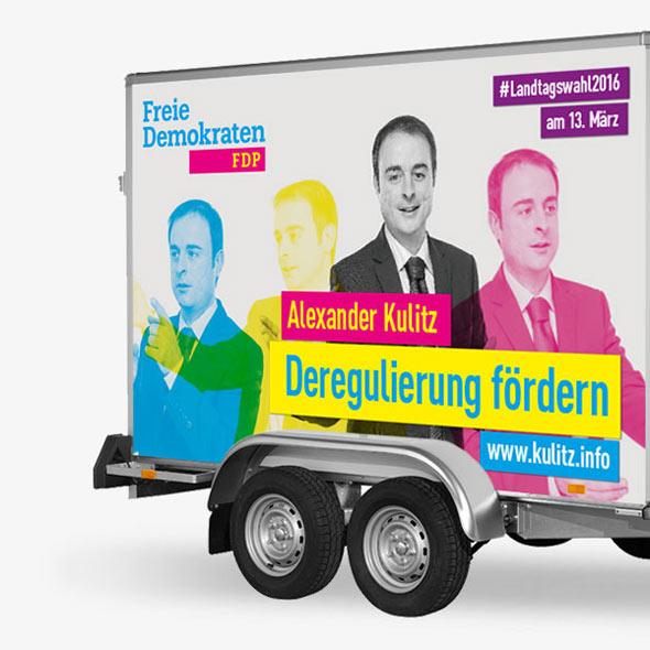 Beklebung eines Auto-Anhängers für den Wahlkampf von Alexander Kulitz von der FDP