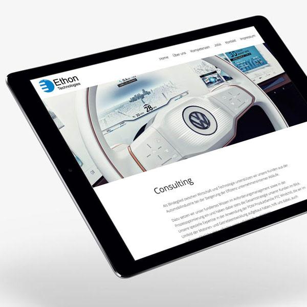 Die responsive Website von Ethon Technologies auf einem Tablet